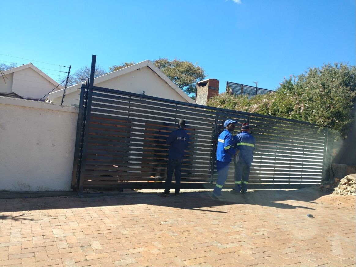 Steel Or Wood Driveway Gates At Blue Valley Golf Estate
